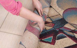 تکاندن-فرش-برای شستشوی-فرش